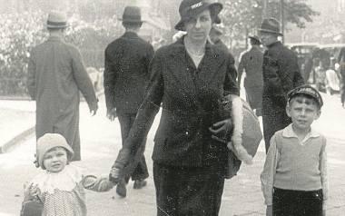 1934 r. 7-letni Kaziu z mamą i młodszą siostrą na spacerze.