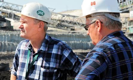 Jacek Frątczak (od lewej) i Marian Pirucki podczas wydobycia pierwszych ton węgla z odkrywki Szczerców