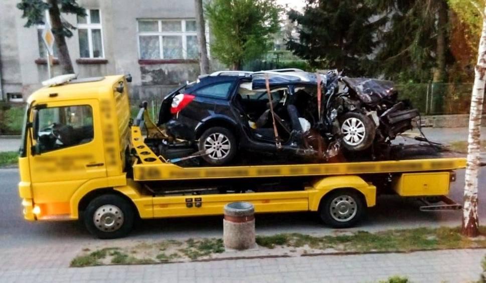 Film do artykułu: LUBUSKIE Tragiczny wypadek pod Strzelcami Krajeńskimi. Nie żyje 18-latek, a sześć osób jest rannych. Do wypadku doszło w nocy