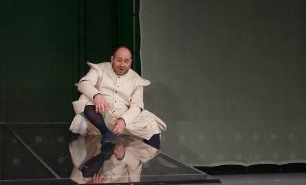 """Piotr Półtorak w spektaklu """"Romeo i Julia"""" na deskach Teatru Dramatycznego"""