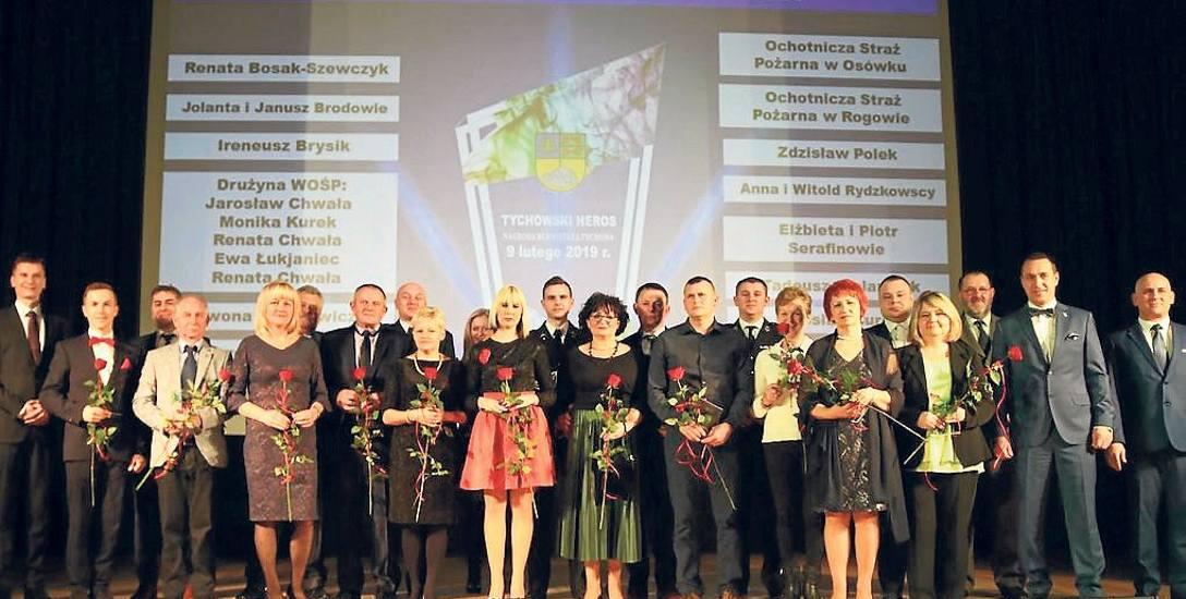 Nagrodzeni z gminy Tychowo na scenie Gminnego Ośrodka Kultury