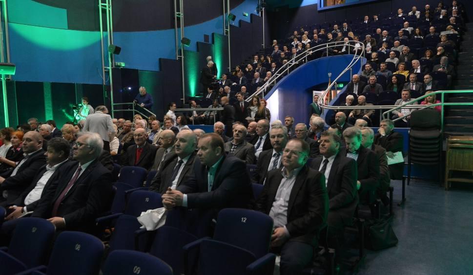 Film do artykułu: Samorządowy Kongres Ziemi Radomskiej. Ludowcy mobilizują siły przed wyborami do europarlamentu. Lider PSL: mamy samorządność wpisaną w geny