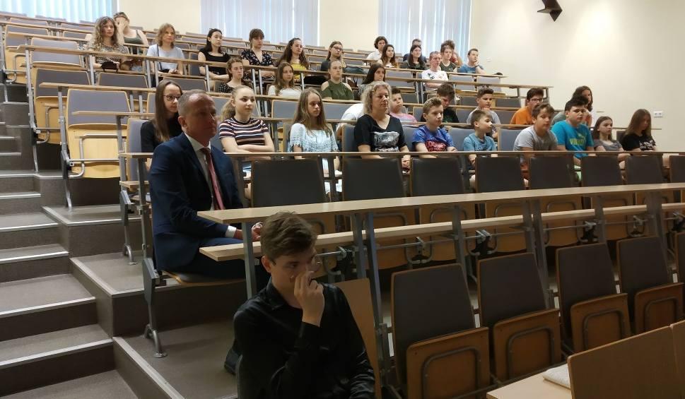 """Film do artykułu: Tarnobrzeg. Uczniowie """"Kopernika"""" podsumowali projekt Erasmus+ """"Świadkowie II wojny światowej"""" (ZDJĘCIA)"""