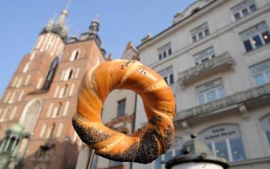 Krakowski obwarzanek to jedna z najbardziej charakterystycznych małopolskich potraw.
