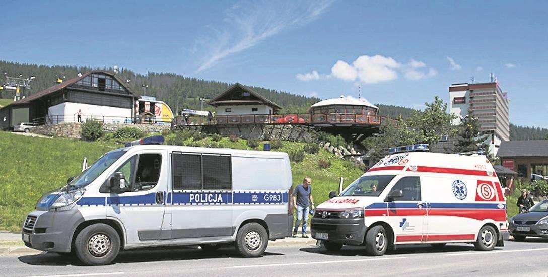 Do wypadku doszło w poniedziałek o godz. 11.30 przy ul. Powstańców Śląskich. Kierowca busa skręcił gwałtownie, by uniknąć zderzenia