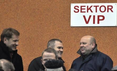 Bogusław Cupiał (stoi u góry przodem pierwszy z prawej) teraz będzie się mógł pojawiać na meczach Wisły Kraków już tylko jako VIP