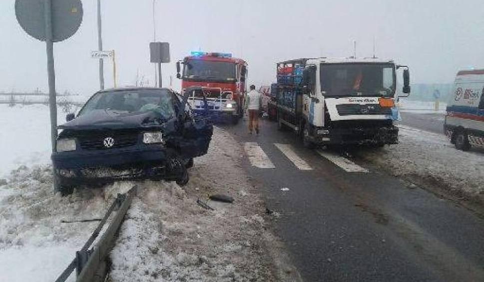 Film do artykułu: Pelplin. Samochód osobowy zderzył się z ciężarówką [ZDJĘCIA]