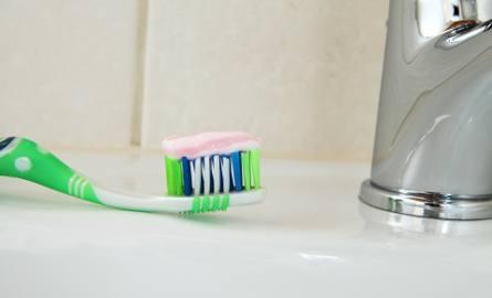 Niektóre nietypowe zastosowania pasty do zębów pewnie dziwią, ale czasem warto wykorzystać pastę w mniej standardowy sposób.