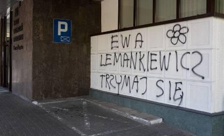 Robert O. w lipcu ubiegłego roku pomazał sprayem budynek słupskiego ZUS-u. Zrobił to, bo poruszyła go historia Ewy Lemankiewicz spod Kępic.