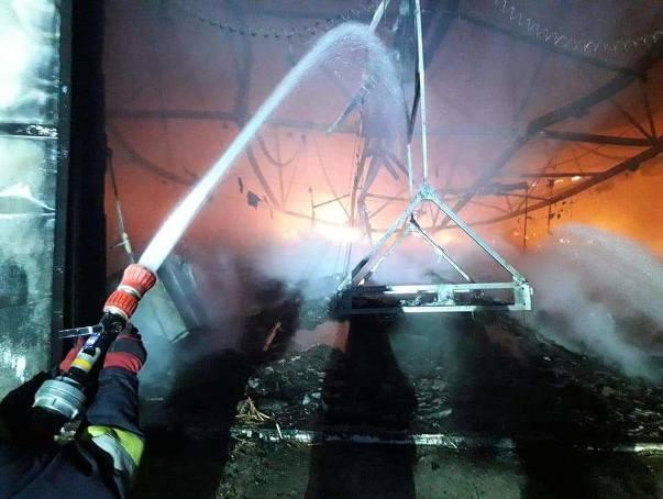 Pożar kurnika w Swarzynicach (gm. Trzebiechów) wybuchł we wtorek, 22 stycznia, około godz. 17.00. Do walki z ogniem stanęło 14 jednostek straży pożarnej