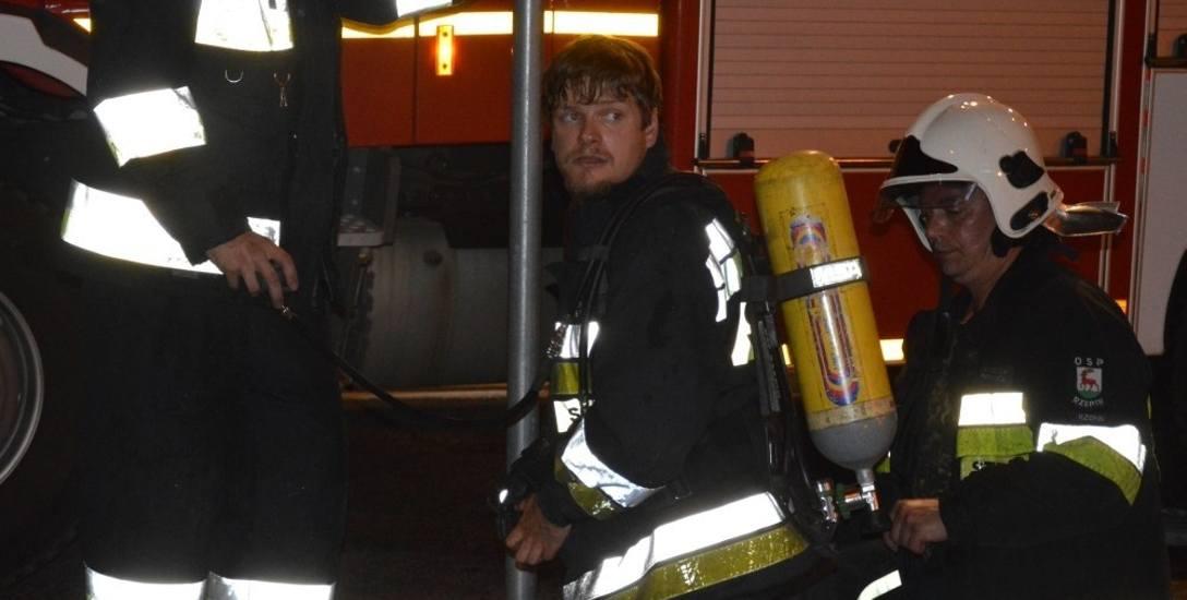 Strażacy robili, co mogli, żeby nie dopuścić do rozprzestrzenienia się ognia w Collegium Polonicum. Gdyby nie ich akcja straży, straty byłyby ogromne.