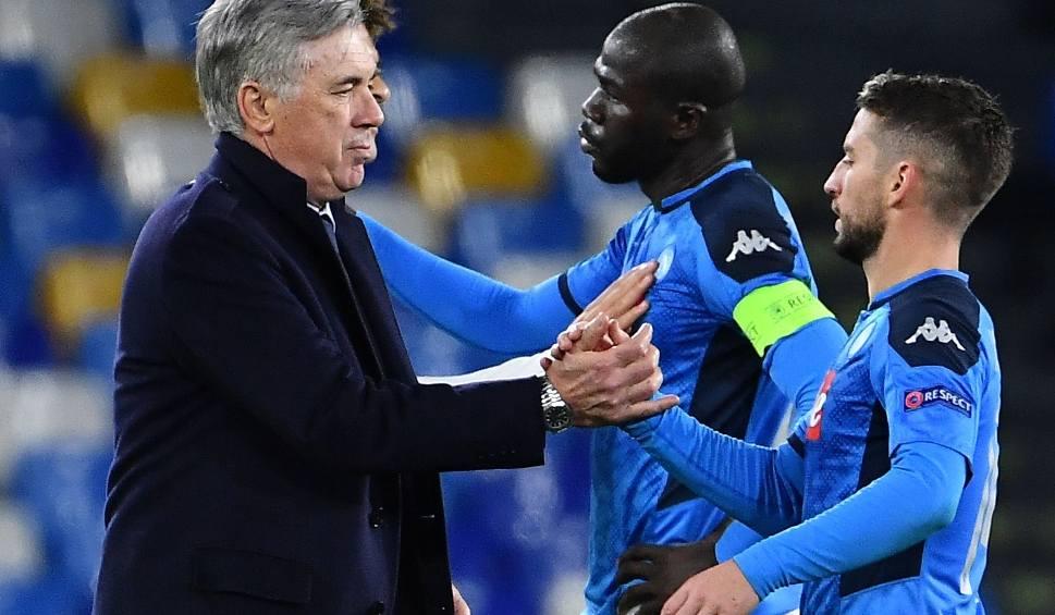 Film do artykułu: Liga Mistrzów. Absurdów w Napoli ciąg dalszy. Carlo Ancelotti zwolniony po wygranym meczu. Nie pomógł nawet hat trick Arkadiusza Milika