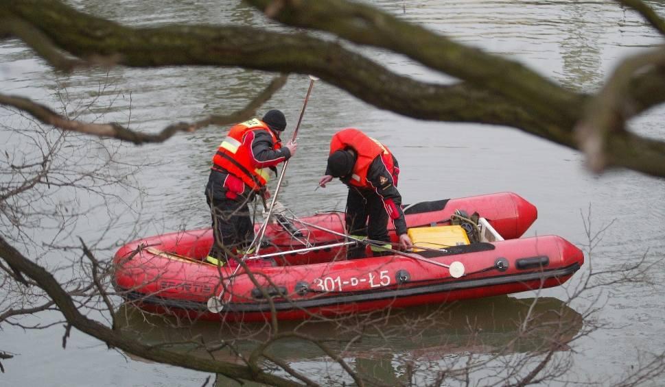 Film do artykułu: KUŹNIK. Dramatyczna akcja ratunkowa. Do jeziora Bukowieckiego (pow. międzyrzecki) wpadły dwie osoby. Jedna z nich nie żyje