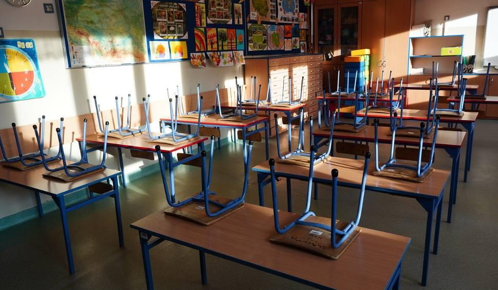 Film do artykułu: Powrót do szkoły uczniów klas 1-3 już poniedziałek. Nauczyciele wierzą, że rodzice nie będą przysyłali chorych dzieci