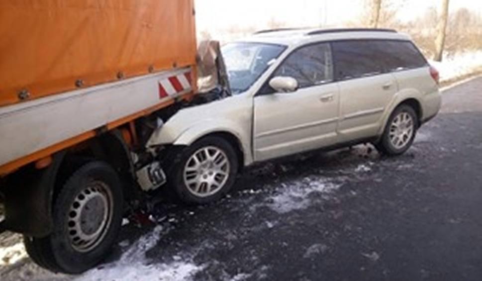 Film do artykułu: Wypadek w Czeladzi na DK 94. Samochód zderzył się z pługiem. Ogromne utrudnienia przy M1