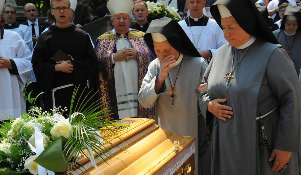 Film do artykułu: Pogrzeb sekretarki Jana Pawła II [ZDJĘCIA]
