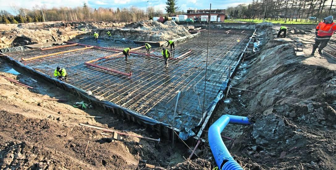 Tak wczoraj wyglądał plac budowy przy ul. Polanowskiej w Sławnie. Prace przy budowie nowego budynku Komendy Powiatowej Policji rozpoczęły się pod koniec