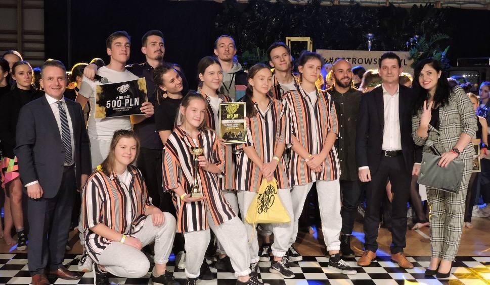 Film do artykułu: Ostrów Mazowiecka. Zawody taneczne Ostrowski Styl, 23-24.11.2019. Wysoki poziom rywalizacji, dużo nagród. Zobaczcie zdjęcia i wideo