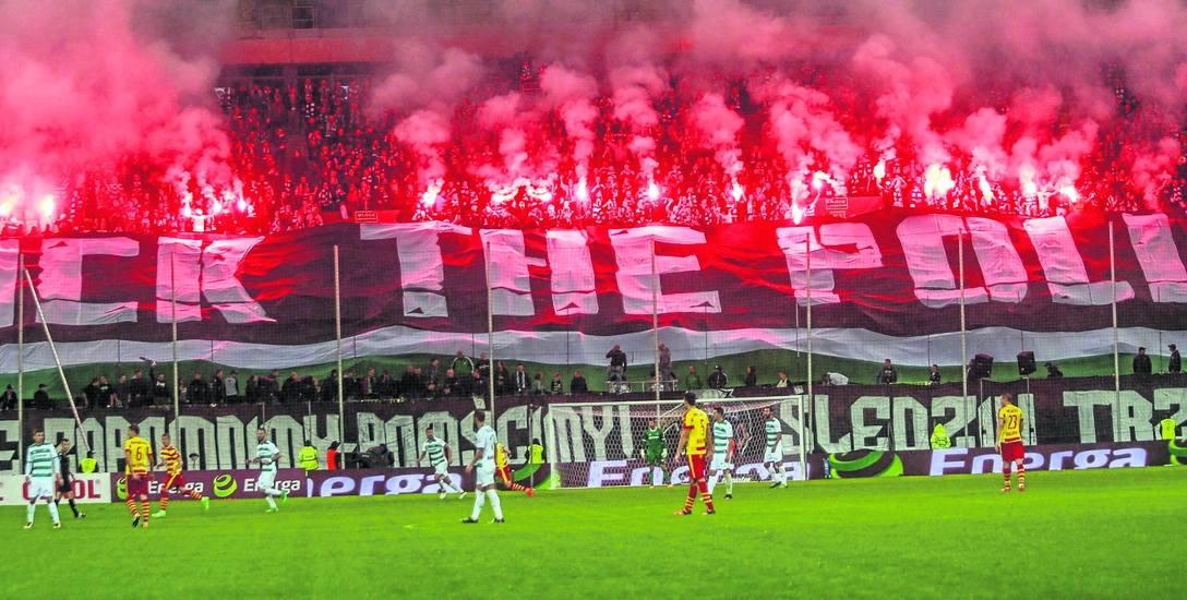 Zachowanie grupki pseudokibiców wpływa na wizerunek nie tylko fanów w Polsce, ale także na wizerunek całej ligi. Na zdjęciu – kibice Lechii Gdańsk podczas