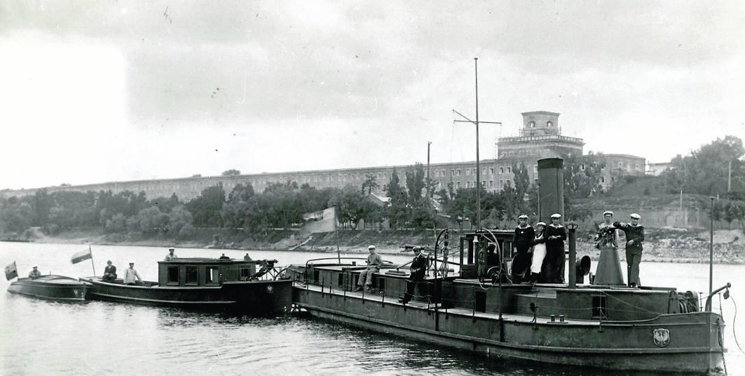 """Holownik tylnokołowy """"Neptun"""". Od lipca do września 1926 roku holował z Torunia do Modlina krypty towarowe"""