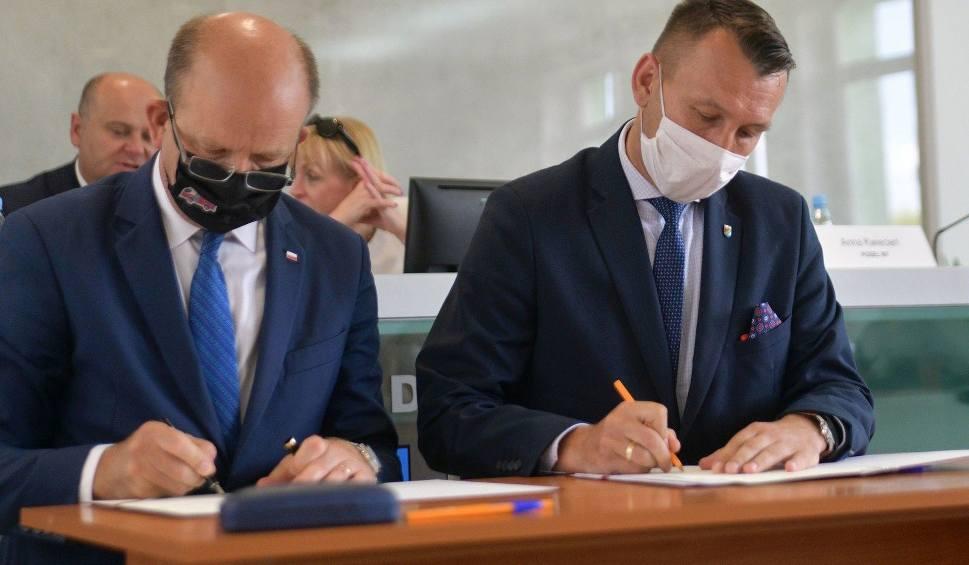 Film do artykułu: Ponad 10 milionów złotych w Funduszu Dróg Samorządowych i Solidarnościowego trafi do gmin. Ogłoszono kolejny nabór wniosków
