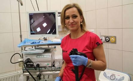 Doktor nauk medycznych Katarzyna Kosikowska-Skowron - specjalista gastroenterolog, wykonuje badania kolonoskopowe w ramach akcji