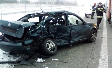 Prawdopodobnie poseł przeżył uderzenie autem w bariery, a zginął po kolizji z fordem transitem