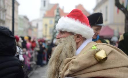 Ile kosztuje Święty Mikołaj? CENY Wolne terminy wynajęcia Mikołaja jeszcze są. Wizyty do negocjacji