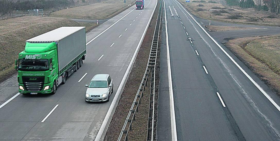 Południowa nitka A18 liczy sobie ponad 80 lat. Spękania na niektórych odcinkach łata się asfaltem.