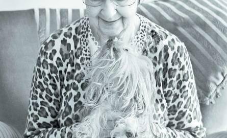 KAZIMIERA. Pobyt w trzech hitlerowskich obozach koncentracyjnych (Inowrocław, Buchenwald i Stutthof) nie pozbawił jej pogody ducha. 96 lat, księgowa