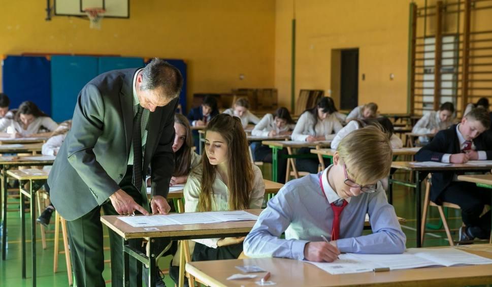 Film do artykułu: Znamy wyniki egzaminu gimnazjalnego! Matematyka poszła uczniom najsłabiej
