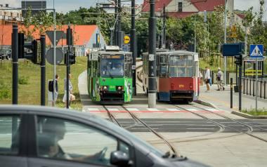 Tramwaje nie mają priorytetu przy wjeździe na zmodernizowane ronda Kujawskie i Bernardyńskie. Motorniczowie i pasażerowie psioczą.