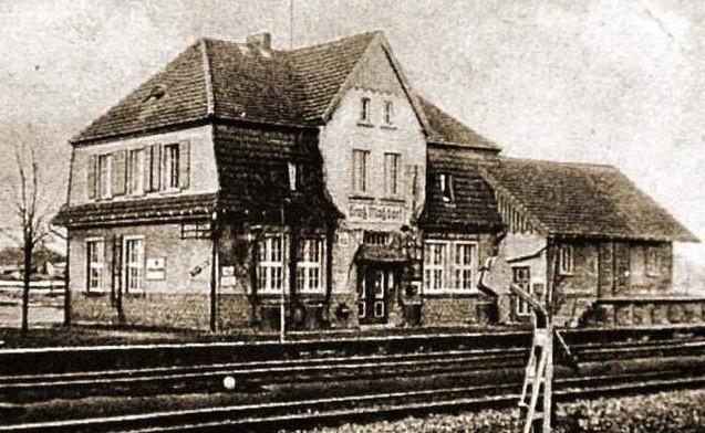 Tak wyglądała niegdyś stacja kolejowa w Rozmierce pod Strzelcami Opolskimi. To właśnie na tej linii PKP doszło do akcji sabotażowej