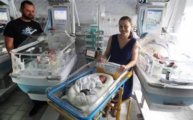Podwójne trojaczki w szpitalu na Pomorzanach w Szczecinie. Dwie mamy i sześcioro dzieci w ciągu jednego dnia [ZDJĘCIA, WIDEO]