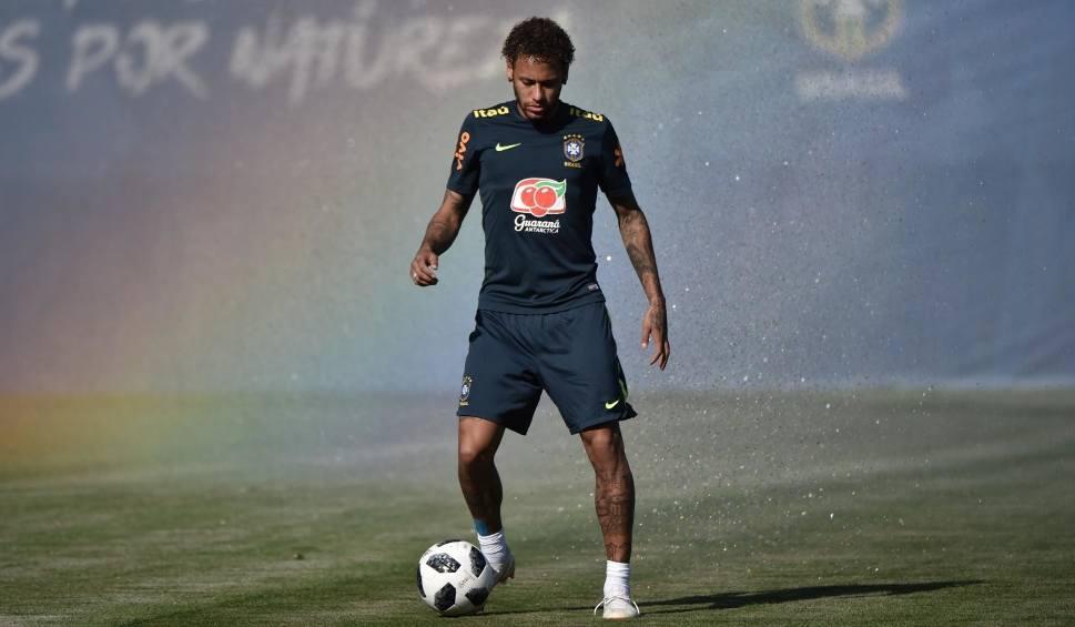 Film do artykułu: Neymar spotkał się z dyrektorem PSG, ale saga transferowa wcale się nie kończy