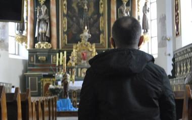 Pan Tomasz jest ofiarą molestowania przez księdza Arkadiusza H. z Koźmina Wielkopolskiego. Zdecydował się na przerwanie milczenia o tym, co go spotk
