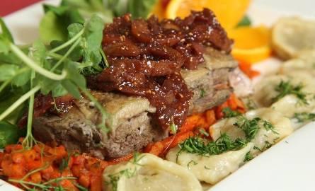 Kaczka z warzywami julienne i sosem figowym.