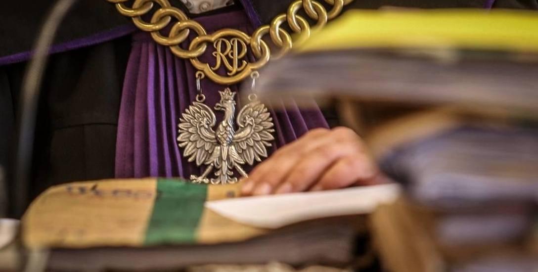 Współpracownicy sędziego ręczą za jego niewinność