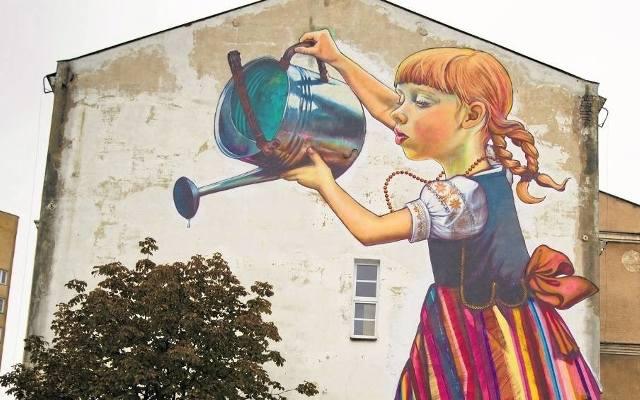 Dziewczynka z konewk centrum zamenhofa i hala sportowa for Mural bialystok dziewczynka z konewka