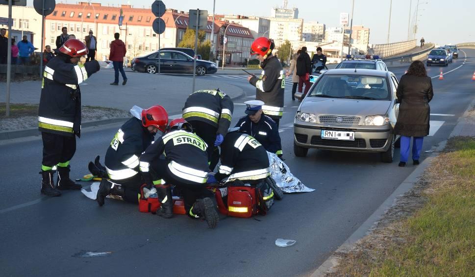 Film do artykułu: Wypadek w Stalowej Woli. Punto potrąciło kobietę na przejściu przez pasy