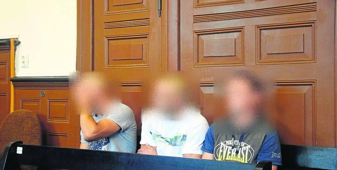 Od lewej: Dawid R., Marcin Ł. i Rafał B. (zdjęcie pochodzi z poprzedniej rozprawy)