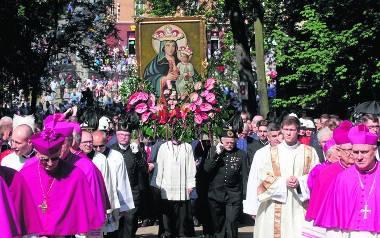 Na pielgrzymki - mężczyzn w maju i kobiet w sierpniu - do Piekar Śląskich przybywają tysiące pątników
