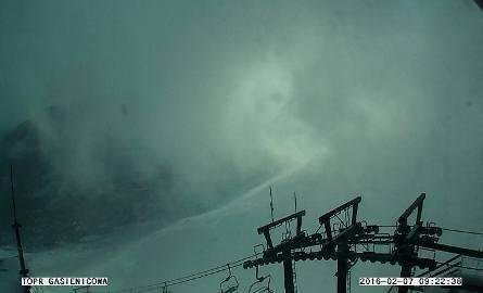 Na Kasprowym Wierchu wiatr w porywach już osiąga ponad 100 km/h.
