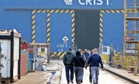 W stoczni przy budowie statków i konstrukcji pływających zatrudnienie znajduje 1500 pracowników i współpracowników