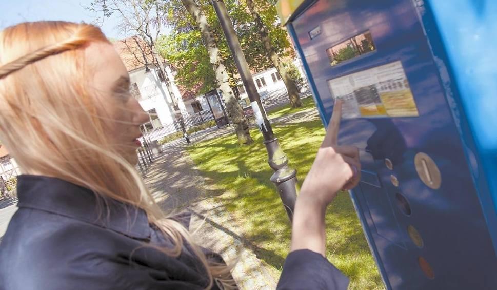 Film do artykułu: Ustka nie będzie pobierała opłat za parkowanie w sobotę