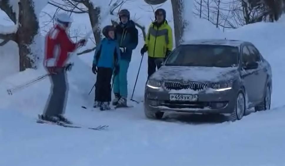 Film do artykułu: Kierowca na skrzyżowaniu z... narciarskim wyciągiem