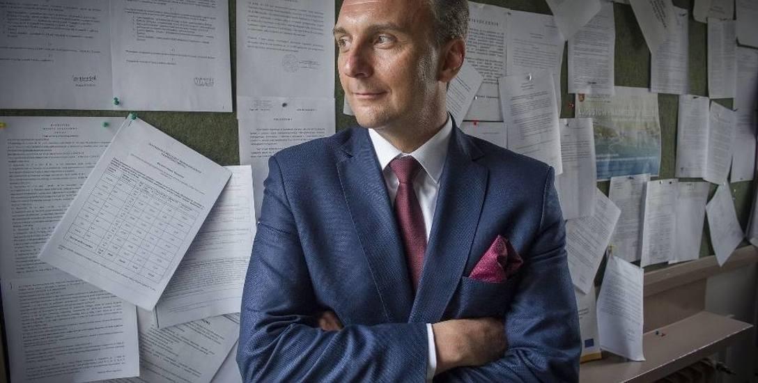 """Augustów. Protokół z sesji rady musiała pisać... radna. Burmistrz Wojciech Walulik: """"W tym czasie miałem inne, ważne spotkanie służbowe"""""""