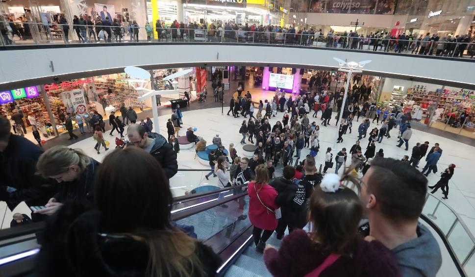 Film do artykułu: Zamknięte sklepy w niedziele. Kiedy? Jak będą czynne w sobotę? Galaxy, Kaskada, Biedronka, Netto, Auchan, Lidl, Żabka (17.03.2018)