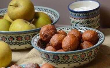 Fritule, czyli chorwackie minipączki z jabłkiem i cytryną.