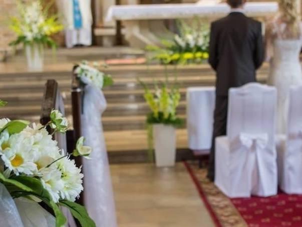 """Tyle """"kosztują"""" ślub i chrzest w kościele. Sprawdziliśmy to w kilku parafiach"""